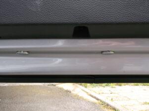Lüftungseinheit an der Fahrzeugtür um den Luftstrom vom Fahrzeug weg zuleiten.